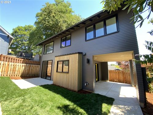 Photo of 2126 SE 30TH AVE #B, Portland, OR 97214 (MLS # 21046217)