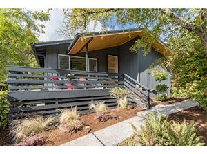 Photo of 7617 SW 24TH AVE, Portland, OR 97219 (MLS # 19587222)