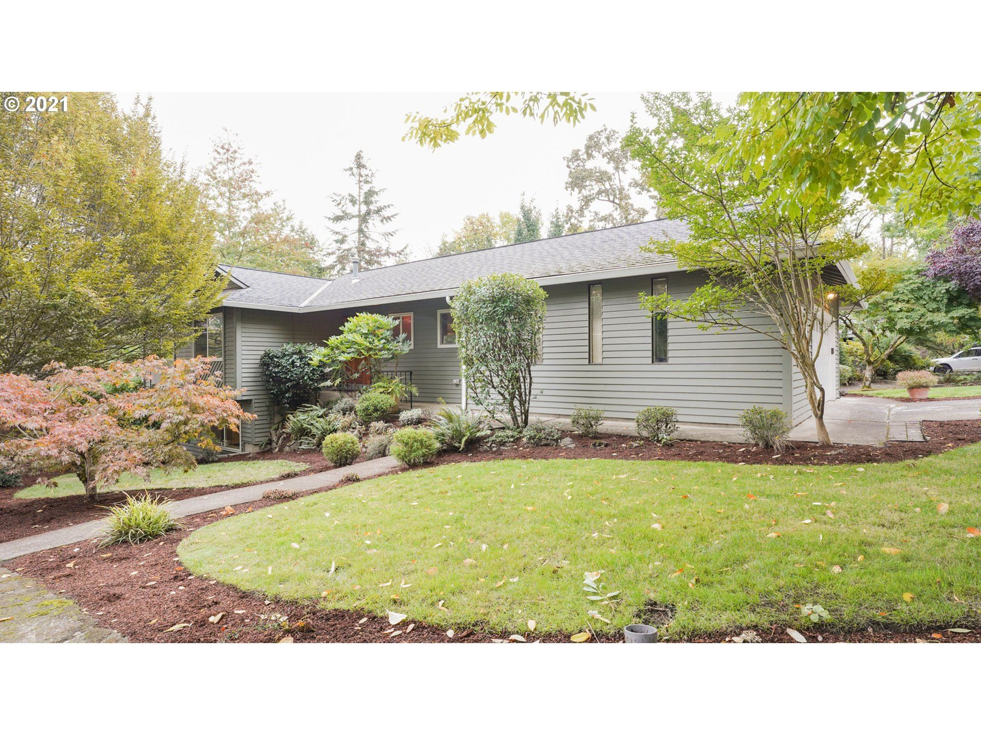 Photo of 2433 WOODHILL CT, West Linn, OR 97068 (MLS # 21182229)