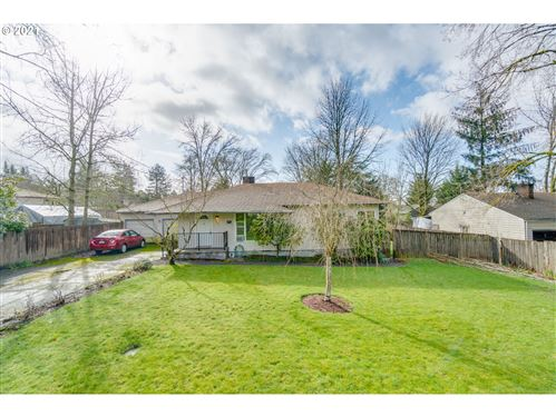 Photo of 6246 SW TAYLORS FERRY RD, Portland, OR 97219 (MLS # 21488254)