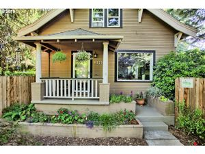 Photo of 6325 SE 46TH AVE, Portland, OR 97206 (MLS # 19312256)