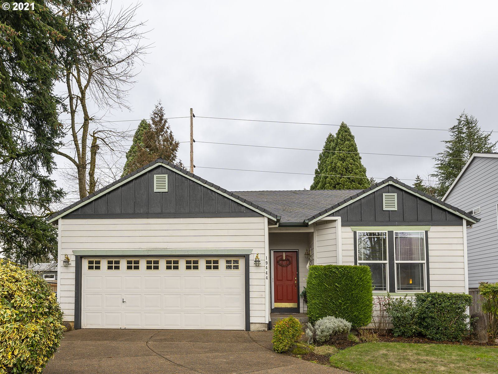 Photo for 19444 WOODLANDS TER, Oregon City, OR 97045 (MLS # 21026257)