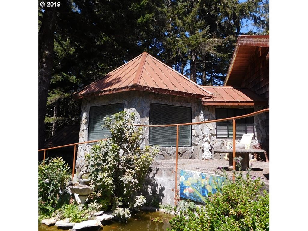 90138 COLLVER POINT LN, Coos Bay, OR 97420 - MLS#: 19067260