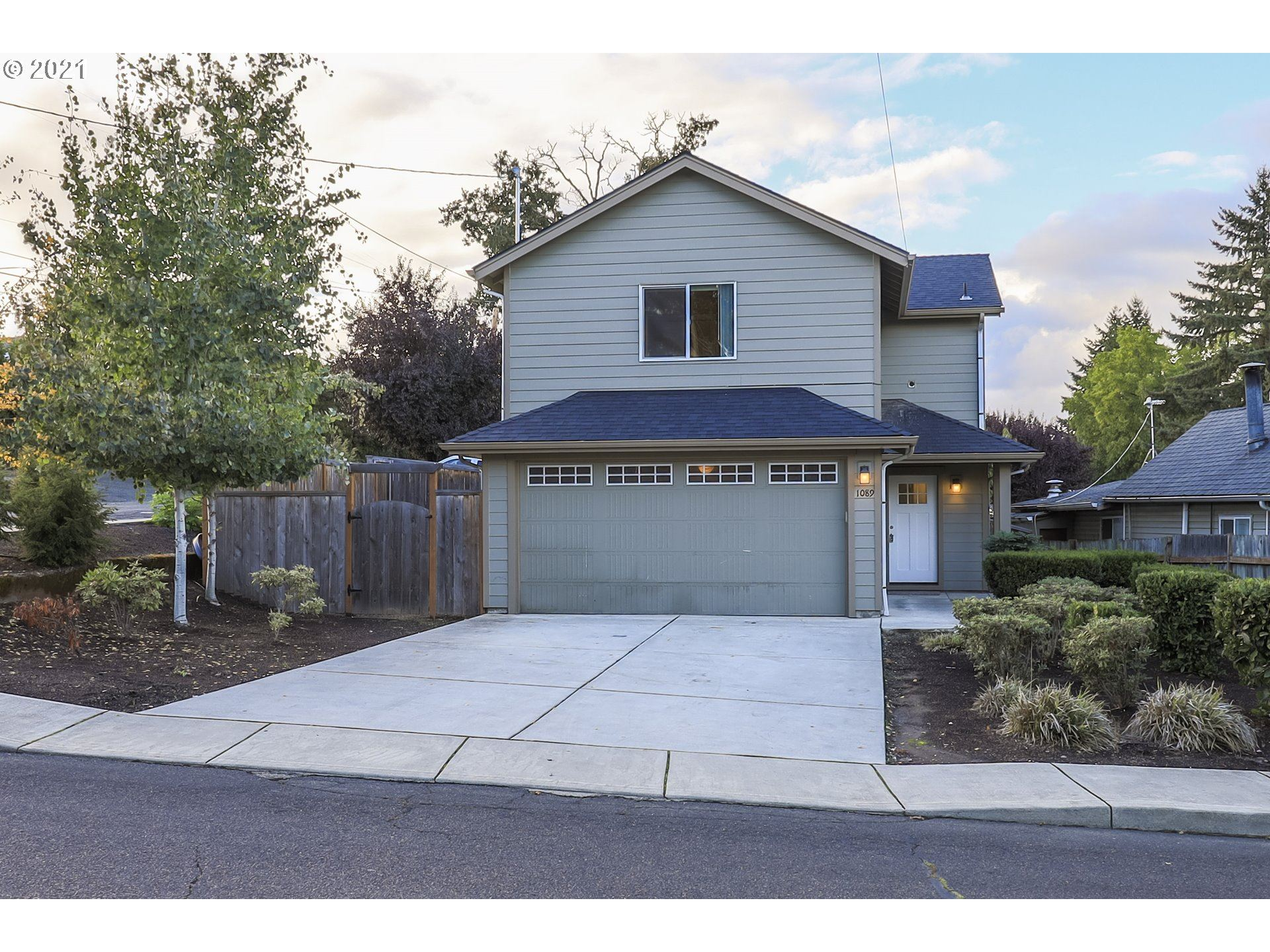 Photo of 720 SW CLAY ST DALLAS OR 97 AVE, Dallas, OR 97338 (MLS # 21670268)