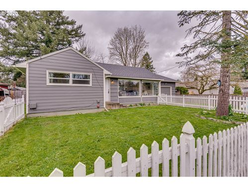 Photo of 18957 NE COUCH ST, Portland, OR 97230 (MLS # 20162271)