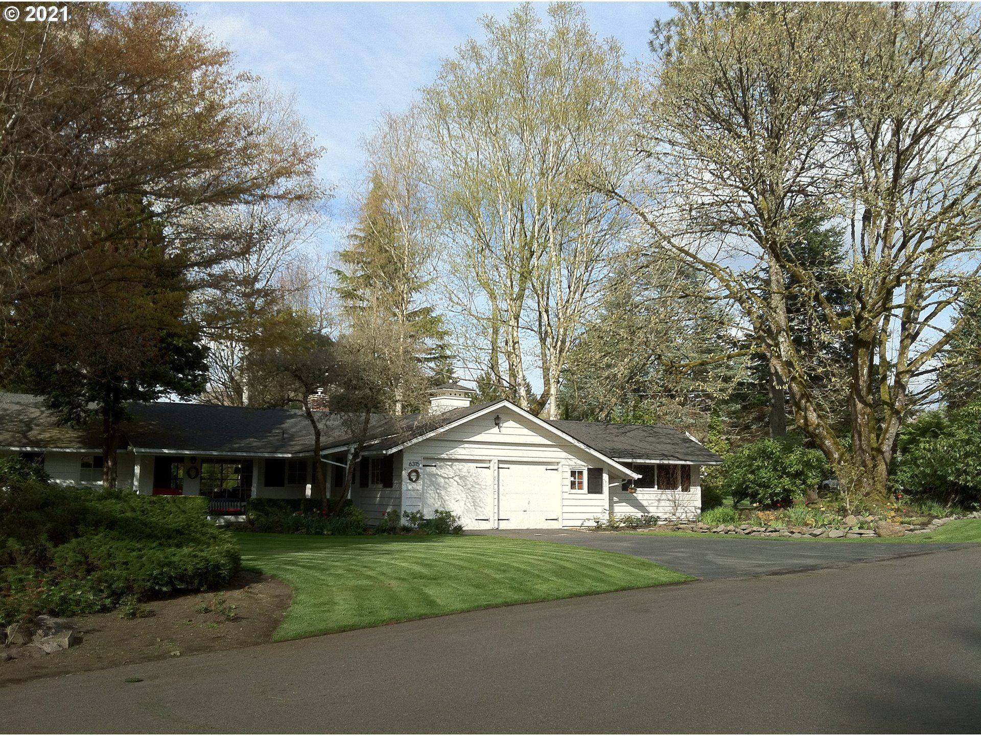 Photo for 6315 SW PEYTON RD, Portland, OR 97219 (MLS # 20623272)