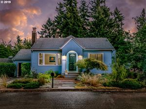 Photo of 9504 NE CAMPAIGN ST, Maywood Park, OR 97220 (MLS # 19260279)