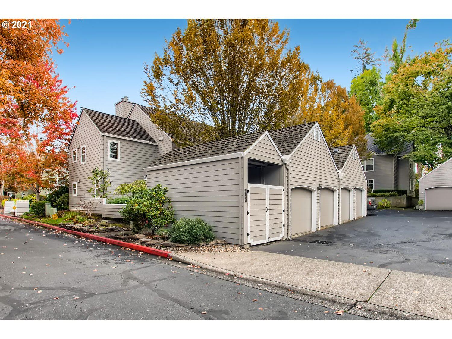 Photo of 8600 SW CURRY DR #B, Wilsonville, OR 97070 (MLS # 21212287)