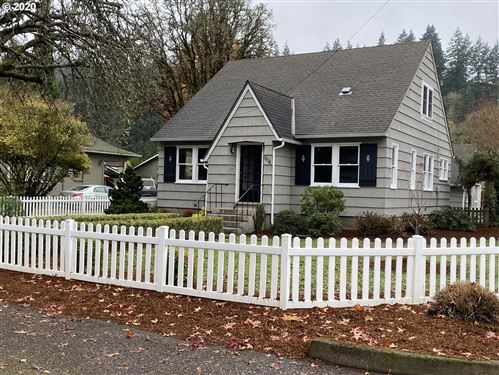 Photo of 904 MADISON ST, Silverton, OR 97381 (MLS # 20010288)