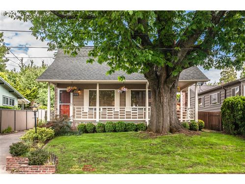 Photo of 5032 SE 36TH PL, Portland, OR 97202 (MLS # 21150291)