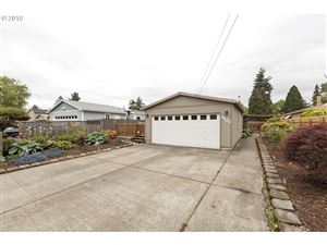 Photo of 4123 SE 131ST AVE, Portland, OR 97236 (MLS # 19377294)
