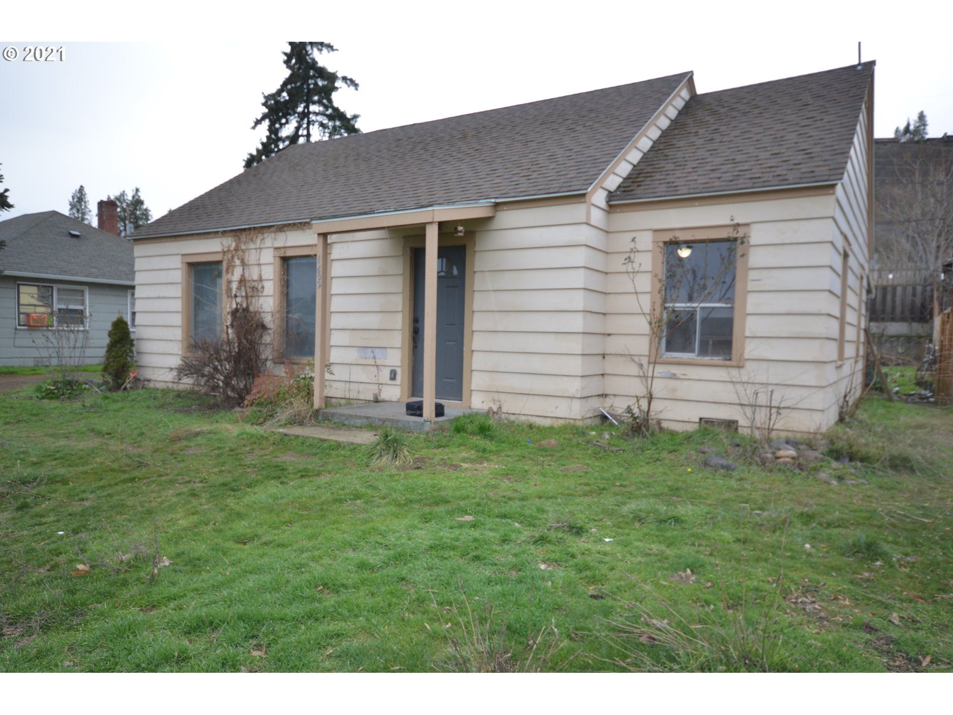 Photo for 1602 W 11TH, The Dalles, OR 97058 (MLS # 21103295)