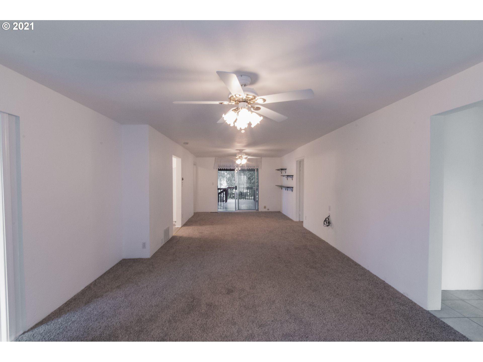 Photo of 817 SW HAYTER ST DALLAS OR, Dallas, OR 97338 (MLS # 21292299)