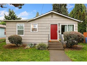 Photo of 6658 N BANK ST, Portland, OR 97203 (MLS # 19510301)