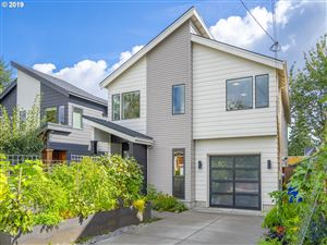 Photo of 8226 SE 19TH AVE, Portland, OR 97202 (MLS # 19277302)