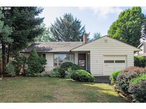 Photo of 4828 SE WILLOW ST, Milwaukie, OR 97222 (MLS # 19352312)
