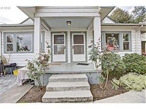 Photo of 2346 SE PINE ST, Portland, OR 97214 (MLS # 19577319)