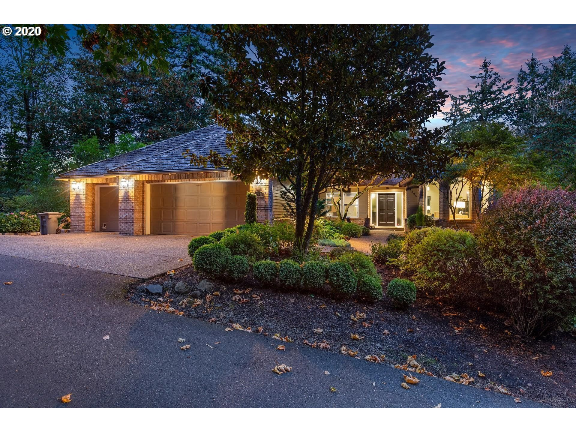 Photo for 19305 HILL TOP RD, Lake Oswego, OR 97034 (MLS # 20599321)