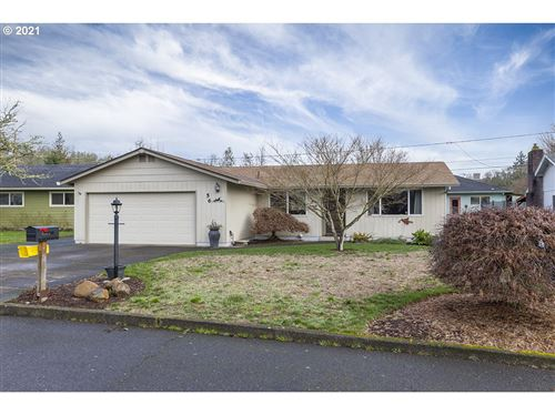 Photo of 56 CRESCENT DR, St. Helens, OR 97051 (MLS # 21254325)