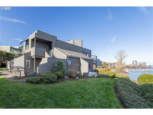 Photo of 5672 S RIVERPOINT LN, Portland, OR 97239 (MLS # 20047326)
