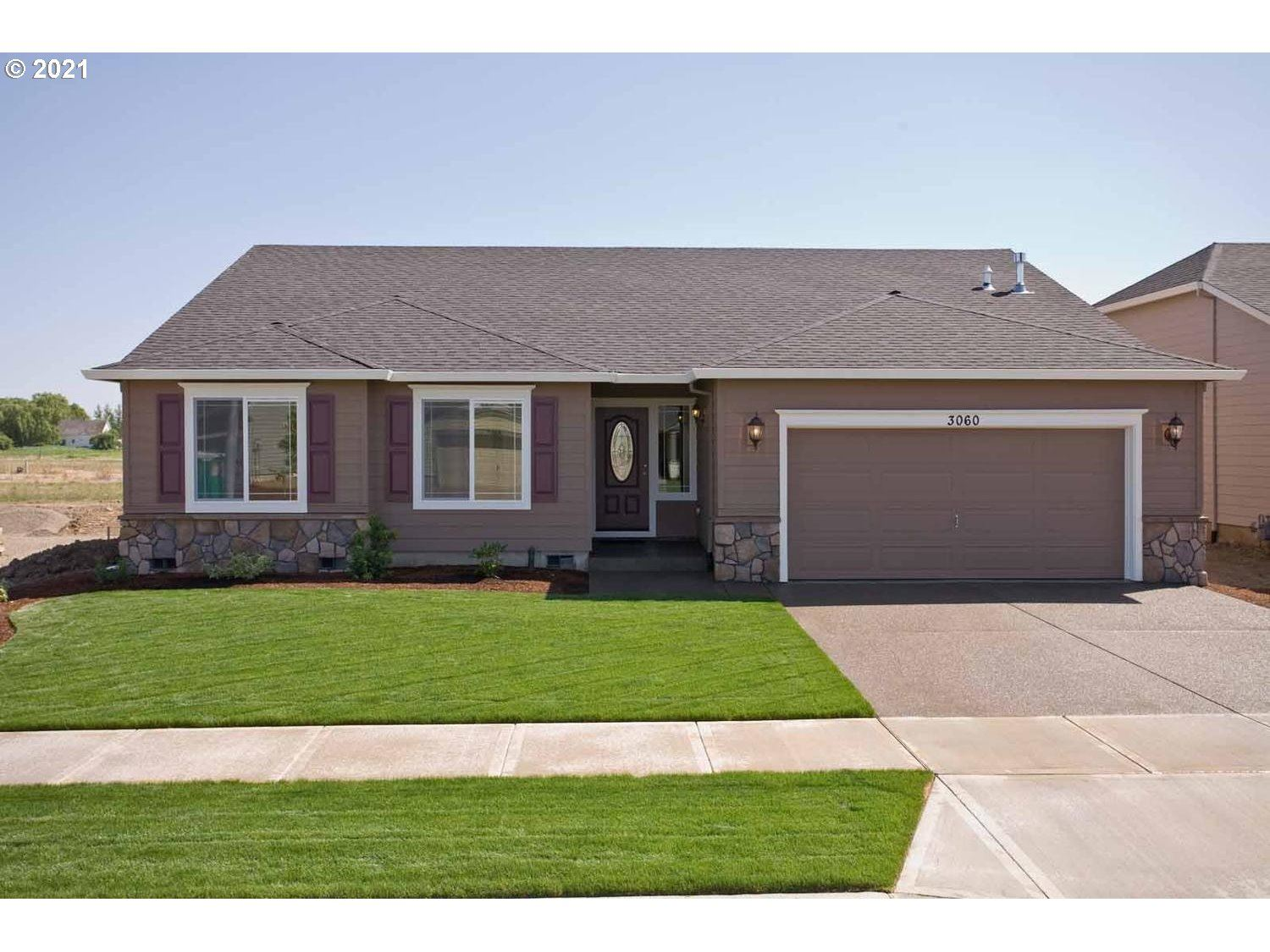 Photo of 1013 Winfield ST, Gervais, OR 97026 (MLS # 21038326)