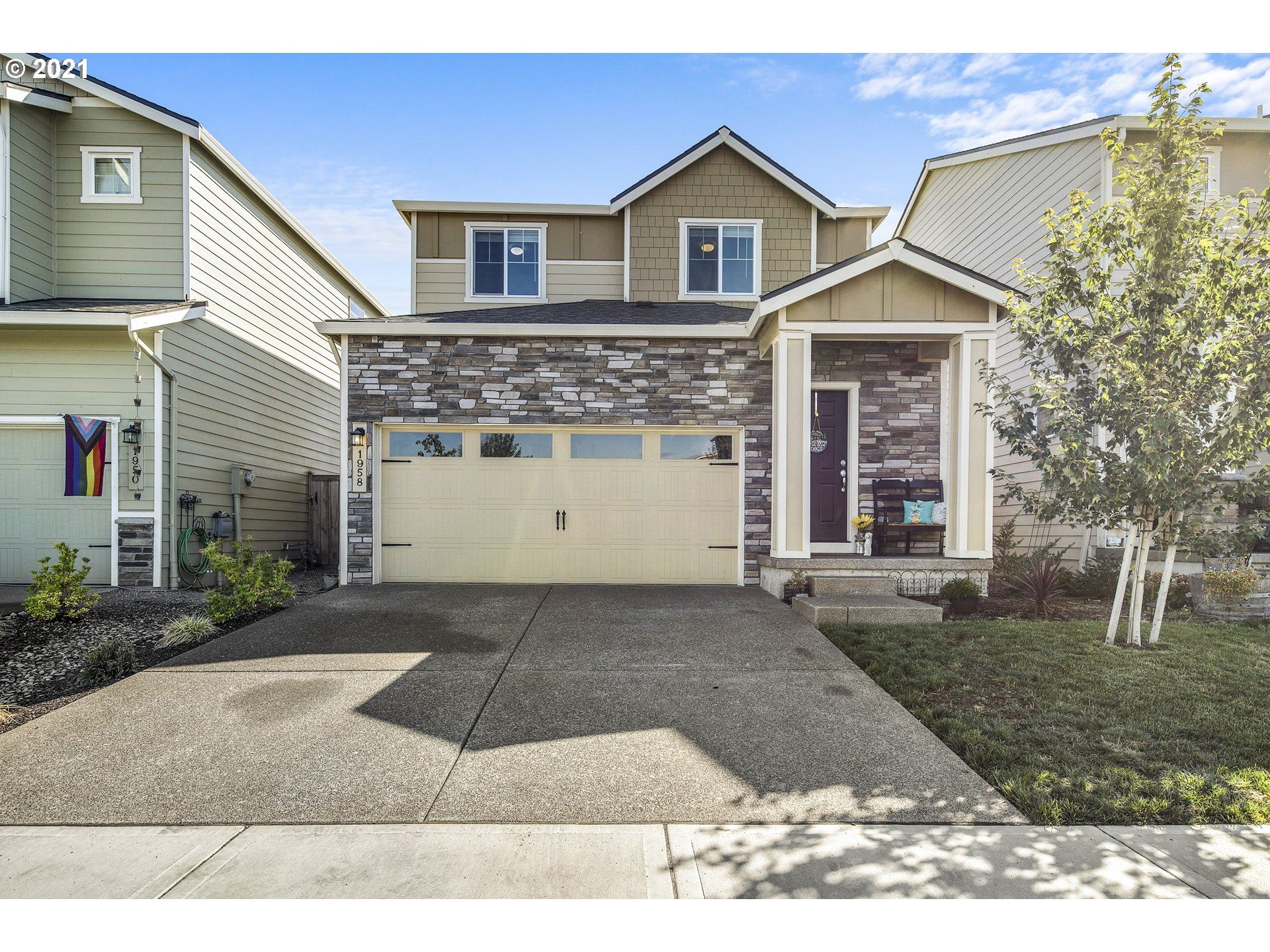 Photo of 1958 NW 21st ST, McMinnville, OR 97128 (MLS # 21417327)