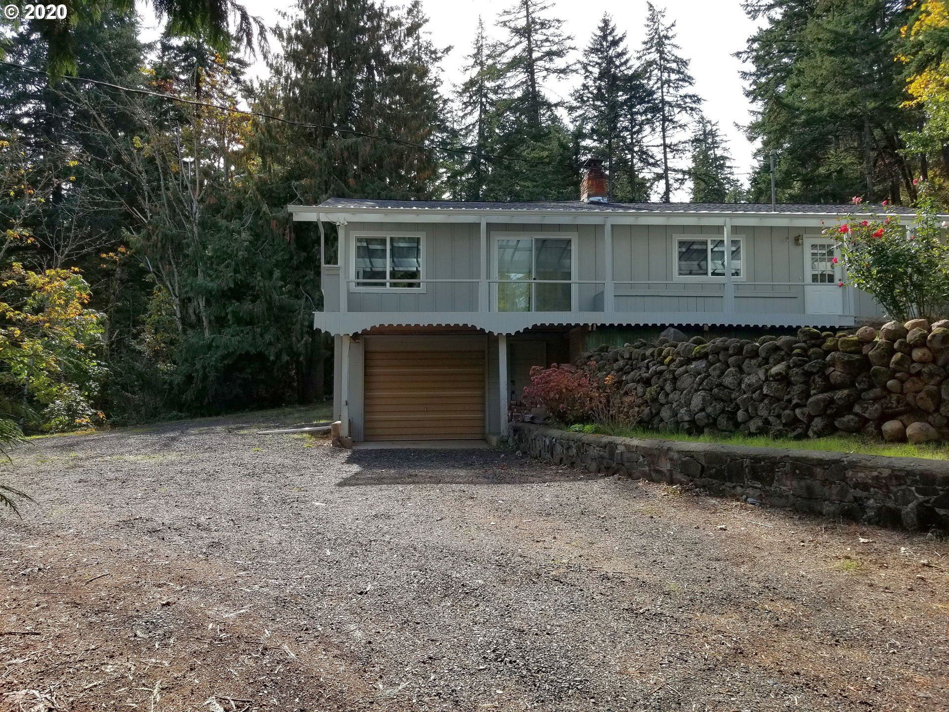Photo of 4595 RIORDAN HILL DR, Hood River, OR 97031 (MLS # 20662333)