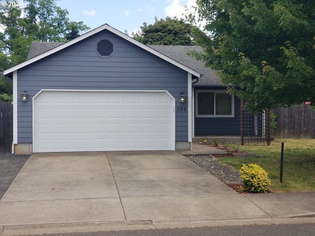 Photo for 696 BLUE JAY LOOP, Creswell, OR 97426 (MLS # 20432347)