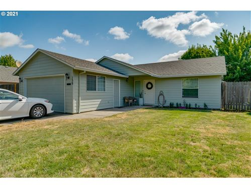 Photo of 130 SW WEST HILLS DR, McMinnville, OR 97128 (MLS # 21549353)