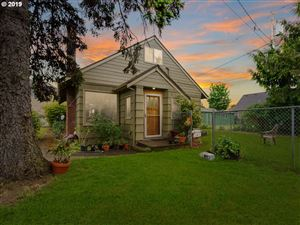 Photo of 9121 SE LINCOLN ST, Portland, OR 97216 (MLS # 19325358)