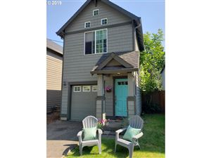 Photo of 4002 SE LEXINGTON ST, Portland, OR 97202 (MLS # 19445358)