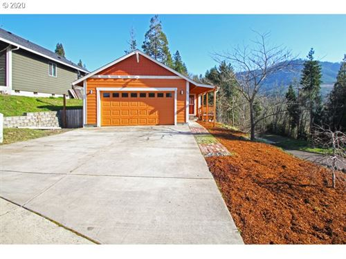 Photo of 94 WETLEAU DR, Lowell, OR 97452 (MLS # 20452358)
