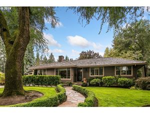 Photo of 615 LAKE BAY CT, Lake Oswego, OR 97034 (MLS # 19445359)