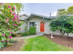 Photo of 8303 N DWIGHT AVE, Portland, OR 97203 (MLS # 19378370)