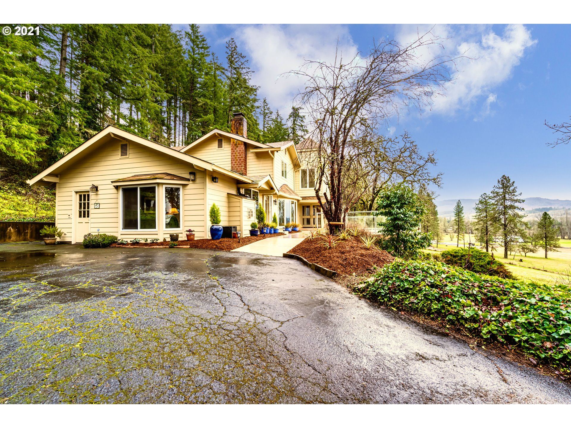 Photo for 35787 ENTERPRISE RD, Creswell, OR 97426 (MLS # 21312370)