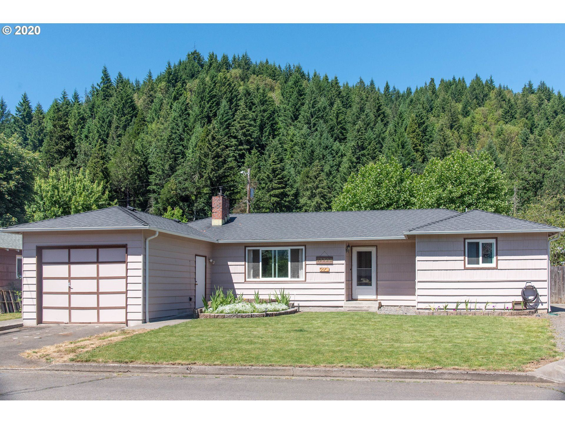 Photo for 47723 W 2ND ST, Oakridge, OR 97463 (MLS # 20081371)
