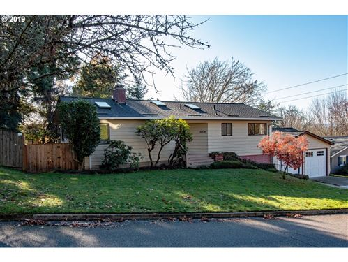 Photo of 6424 SW ALFRED ST, Portland, OR 97219 (MLS # 19495374)