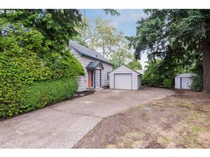 Photo of 10923 NE SISKIYOU ST, Portland, OR 97220 (MLS # 19116376)