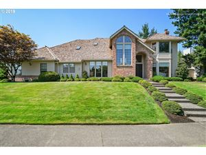 Photo of 2102 CLUB HOUSE DR, West Linn, OR 97068 (MLS # 19129376)