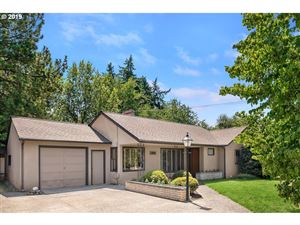 Photo of 11862 NE COUCH ST, Portland, OR 97220 (MLS # 19648377)