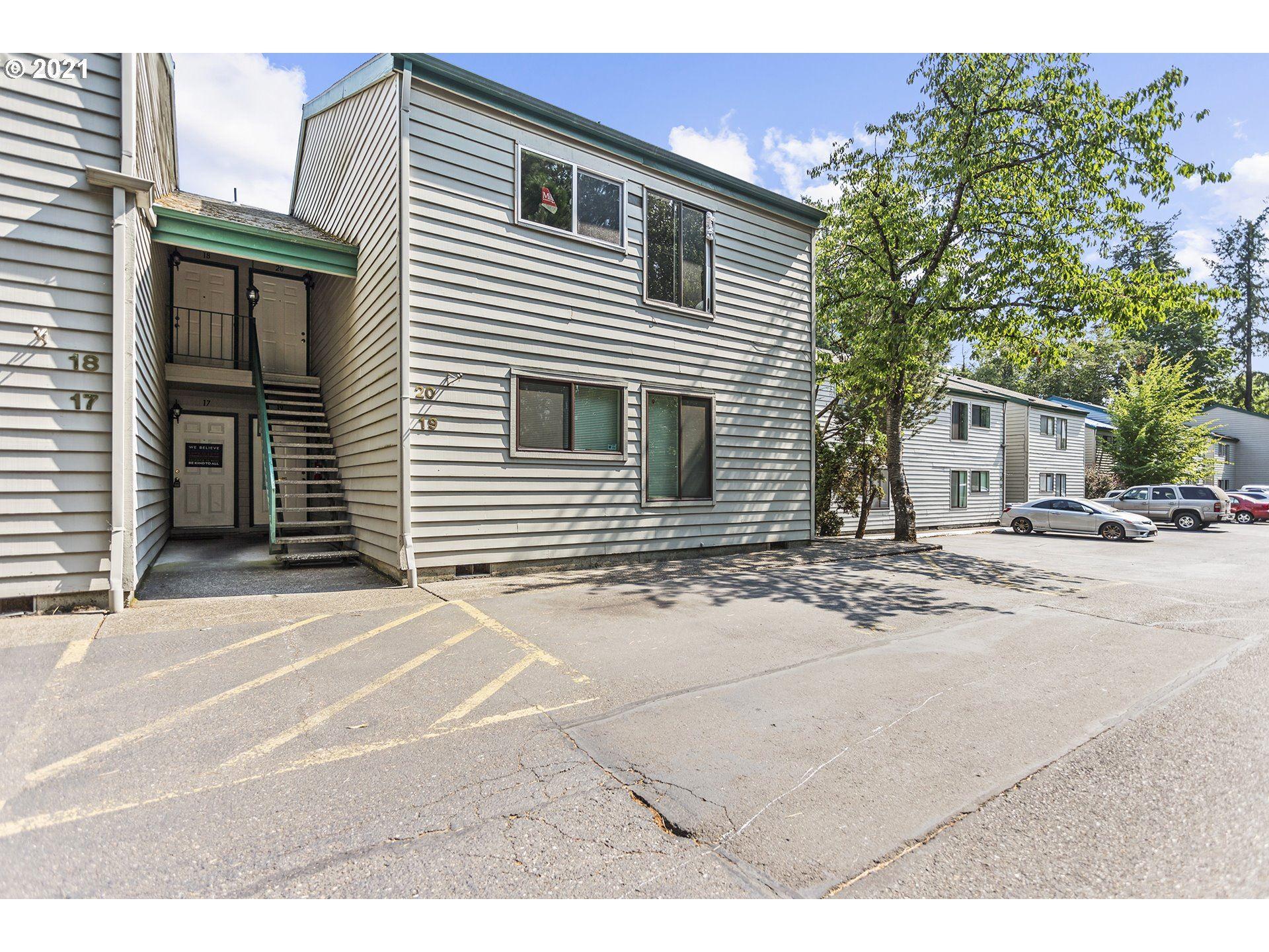Photo of 6745 SW SCHOLLS FERRY RD #19, Beaverton, OR 97008 (MLS # 21420377)