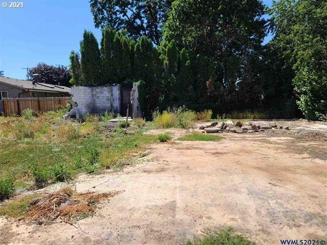 Photo of 940 ELLENDALE AVE E, Dallas, OR 97338 (MLS # 21117385)