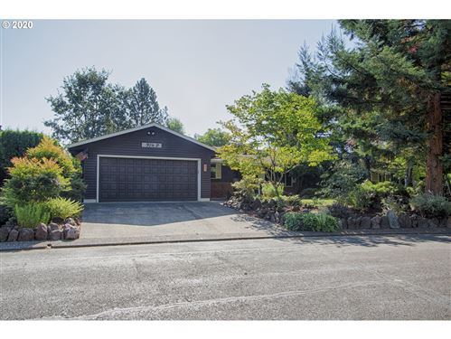 Photo of 914 NW OAKWOOD CIR, McMinnville, OR 97128 (MLS # 20137386)