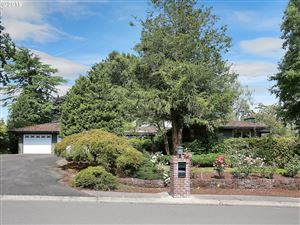 Photo of 1405 COUNTRY COMMONS LN, Lake Oswego, OR 97034 (MLS # 19199390)