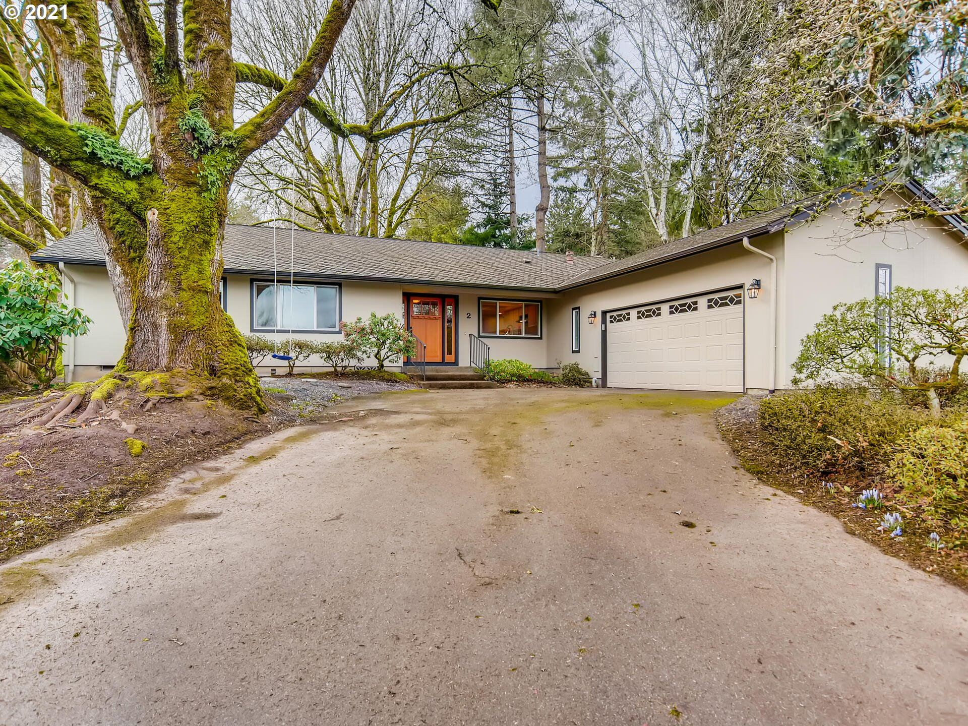 Photo for 2 MOZARTEUM CT, Lake Oswego, OR 97035 (MLS # 21386392)