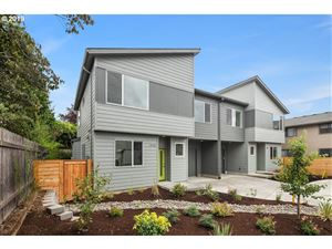 Photo of 3911 SE Franklin CT, Portland, OR 97202 (MLS # 19283393)