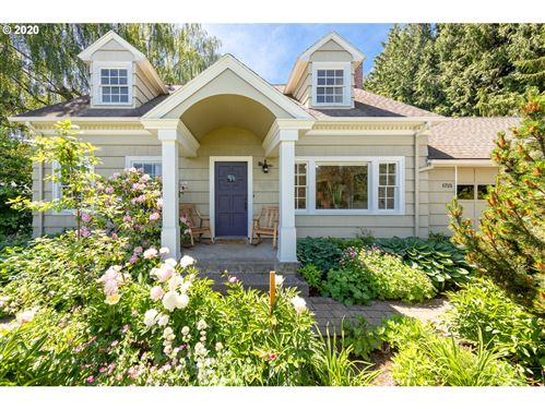Photo of 1715 PROSPECT AVE, Hood River, OR 97031 (MLS # 20238393)