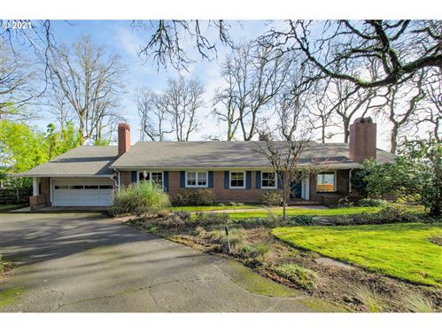 Photo of 12020 S RIVERSIDE DR, Portland, OR 97219 (MLS # 21602393)
