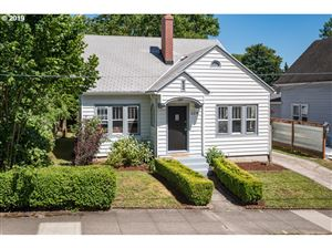 Photo of 324 SE 31ST AVE, Portland, OR 97214 (MLS # 19433405)
