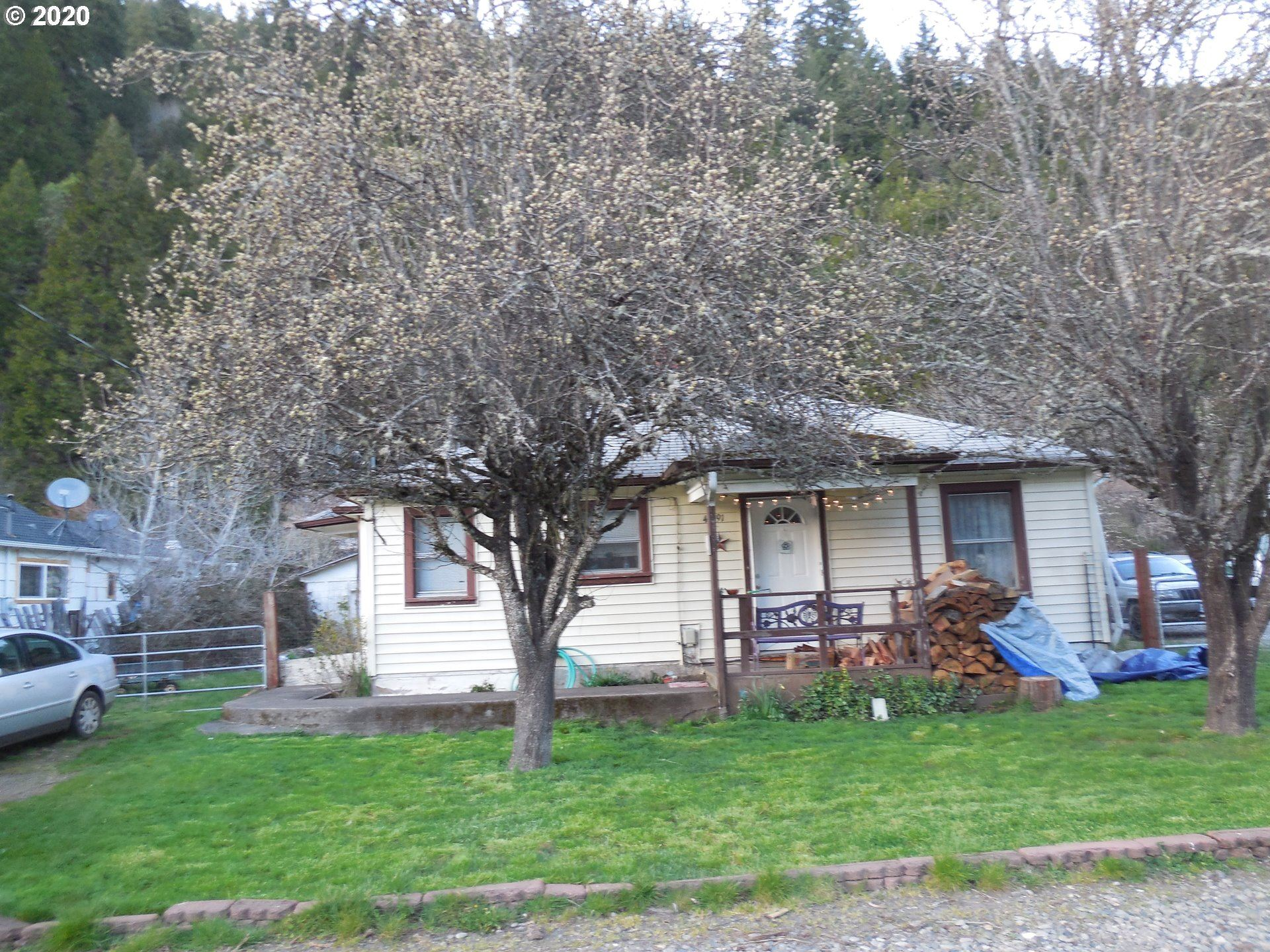 Photo for 46791 SUNSET AVE, Westfir, OR 97492 (MLS # 20146406)